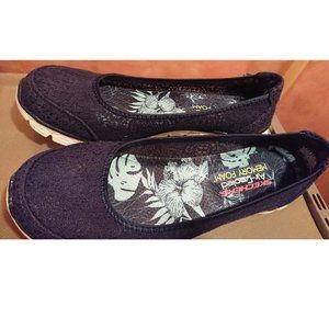 Skechers Navy Flats with Air Cooled Memory Foam 9